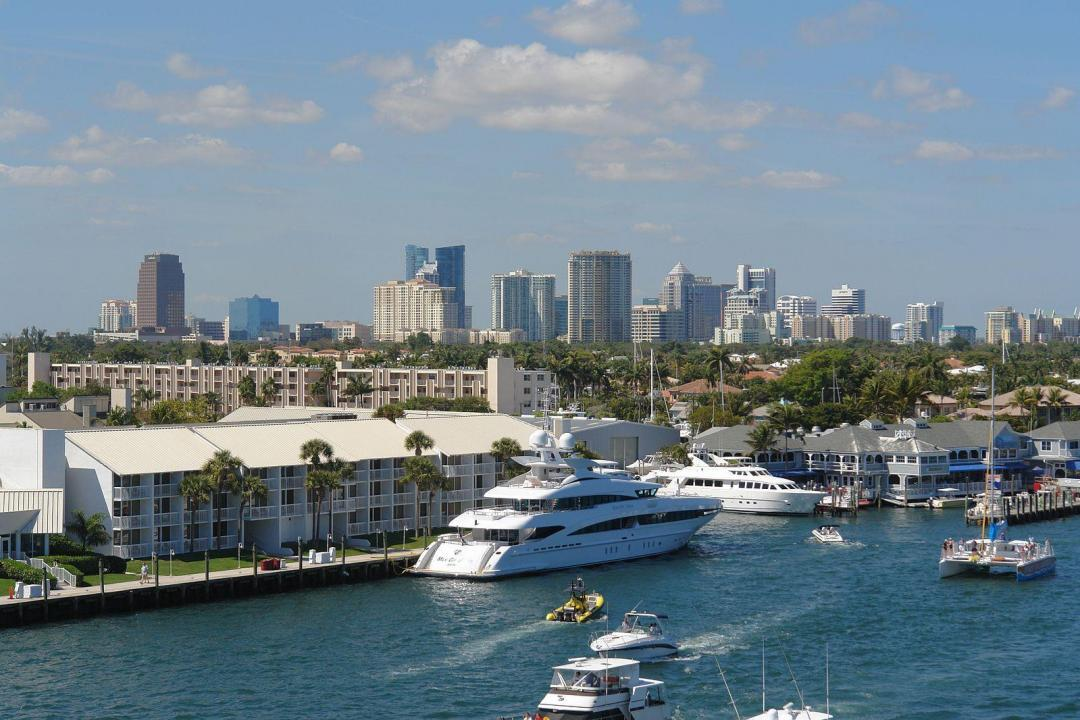 Downtown Miami Skyline, Boats on river